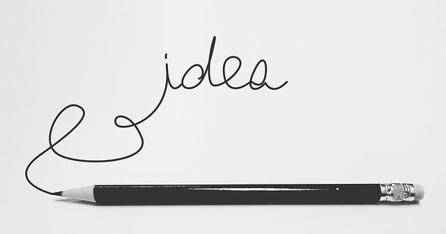 Nápis IDEA na papieri a ceruzka